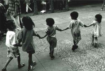 kids_holding_hands